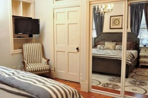 King luxury bedroom suite...Flat screen cable t.v./ cable, high ceilings, detailed crown molding, hardwood floors, silk rug and crystal chandelier.